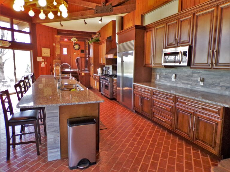 Newly remodeled, fully stocked commercial kitchen